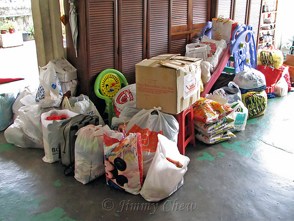 "<font color=""yellow"">The stuff we donated, from five families all-in-all.</font><br>"