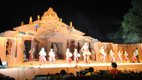 Short video clip shot at The Konark Dance & Music Festival held from Feb 19 to 23, 2010. The festival was organized by Konark Natya Mandap.