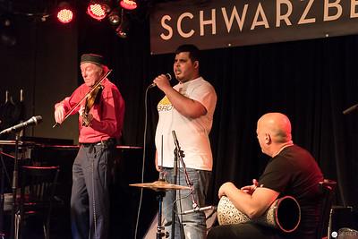 Andi Schreiber (vl), Driss Mareoudi, Habib Samandi (perc)