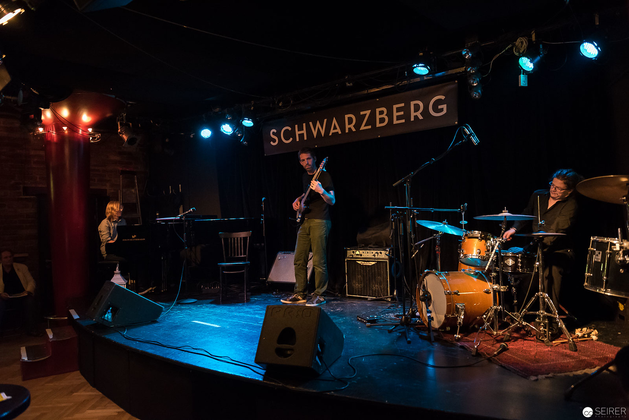 Sebastian Schneider (p), Christian Kalchhauser (b), Michael Blassnig (dr)