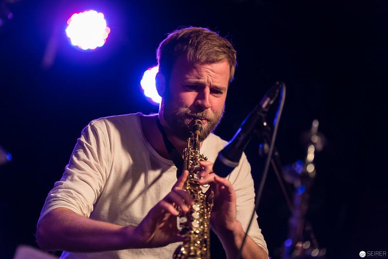 Lukas Schiemer (sax)