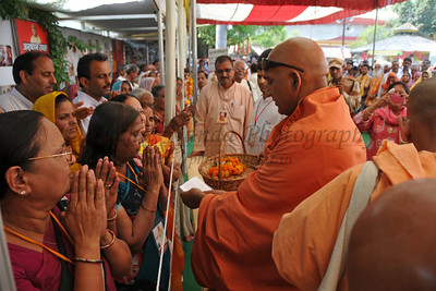Swami Avdheshanand Giriji Maharaj of Prabhu Premi Sangh meeting people who have come to Haridwar.  Kumbh Mela is the biggest religious gatherings on the planet which takes places on the banks of the river Ganga. The number of pilgrims this year is expected to exceed around five million since the first day Jan 14 till the time it concludes on April 28, 2010. Haridwar, Uttarakhand. North India.