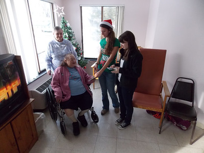 Patriot photos by Lisa Mitchell Kutztown Student Council delivers holiday letters to residents at Kutztown Manor.