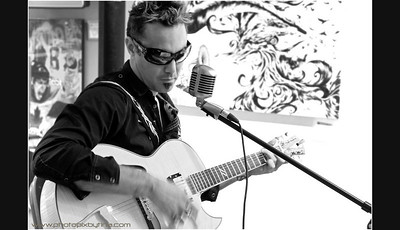 A moment with Pat Kelly at LISS GALLERY, Yorkville in Toronto .... http://www.patkellysongwriter.com/  http://www.ovcment.com/projects/pat-kelly/  http://carparelliguitars.com/main/content/view/46/99/