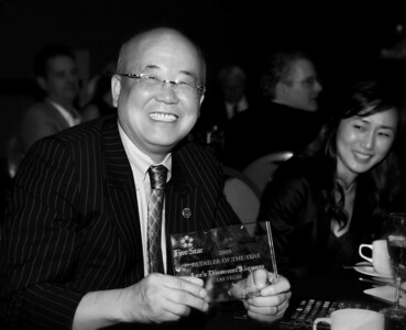 Lee, owner of Lee's Discount Liquors receives Retailer Award of The Year from 5-Star.