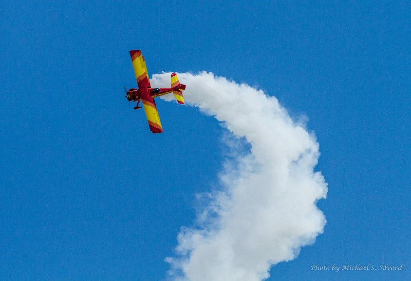 Gene Soucy performed his show in a modified Grumman AG-Cat.
