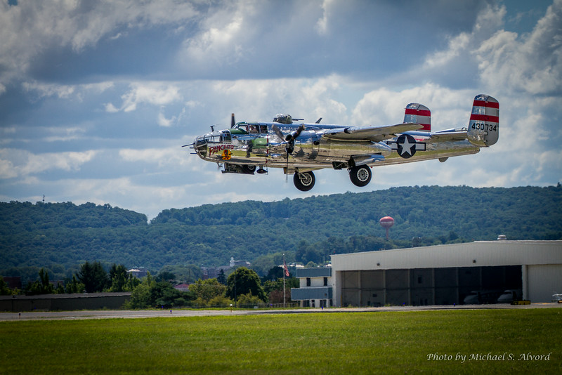 The B-25 Panchito doing it's flyby.