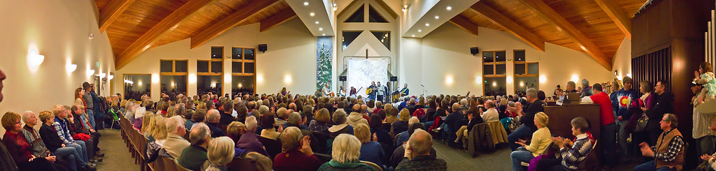 Another panorama from the back of the room. This was a sell out crowd with standing room only and additional chairs filling the lobby.