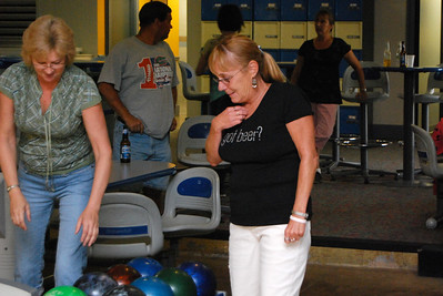 24 Tammy and Donna pick out the very right balls