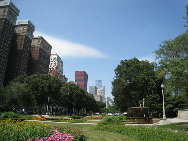 Looking North, outer edges of grant park, chicago, IL