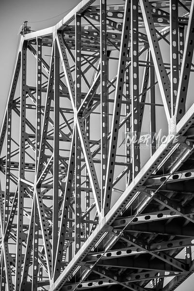 18  G Astoria Bridge BW V