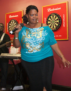 Love Jones Open Mic 06-20-39