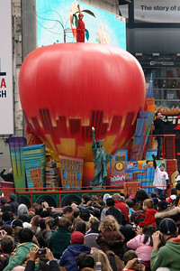 BIG APPLE Macy's Thanksgiving Parade 2009 in Manhattan