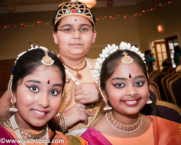 Chicago Tamil Association Dance Group L-R Megha, Yash, Nishita