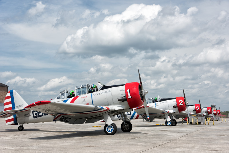 Geico Skytypers Squadron  in SNJ-2 World War planes (Harvards)