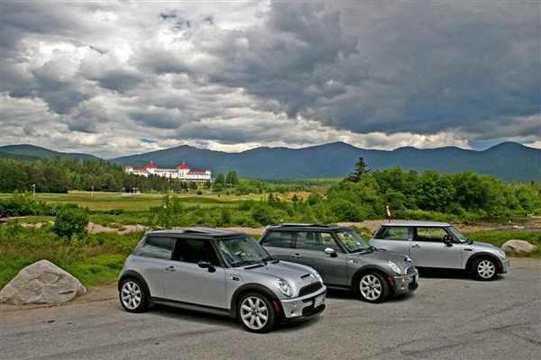MINI Coopers take a pose in front of the famous Mt. Washington Hotel.