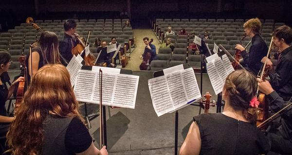 Albuquerque HS and Sandia HS double quartet watching Michael Katz, Lysander Piano Trio.