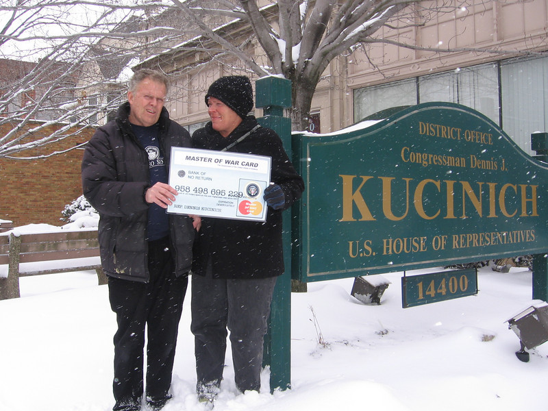 *   Mike and Cyndie Davis in front of the office of Rep. Dennis Kucinich.