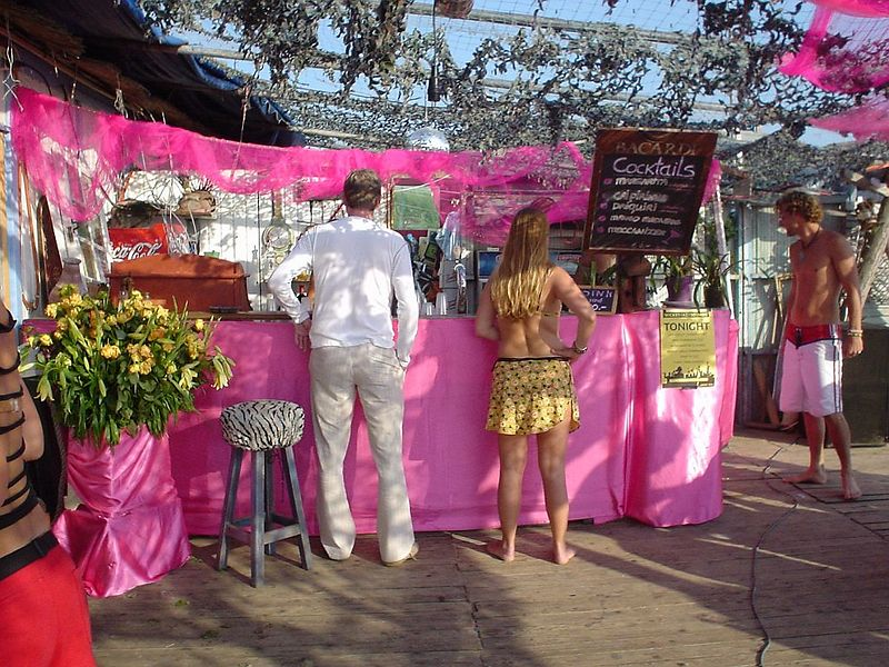 "<a href=""http://www.meccabeach.nl/"">Mecca</a>'s bar, also covered in PINK"