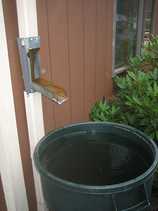 What an ingenious spout for filling a rain barrel!