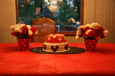 The cake and some table decor http://bellezaeluce.blogspot.com