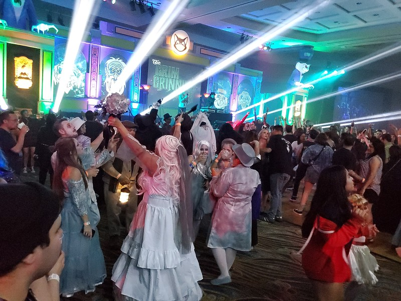MIDSUMMER SCREAM 2019 celebrates #HauntedMansion50 with panels, exhibits, displays, and a Grim Grinning Gala