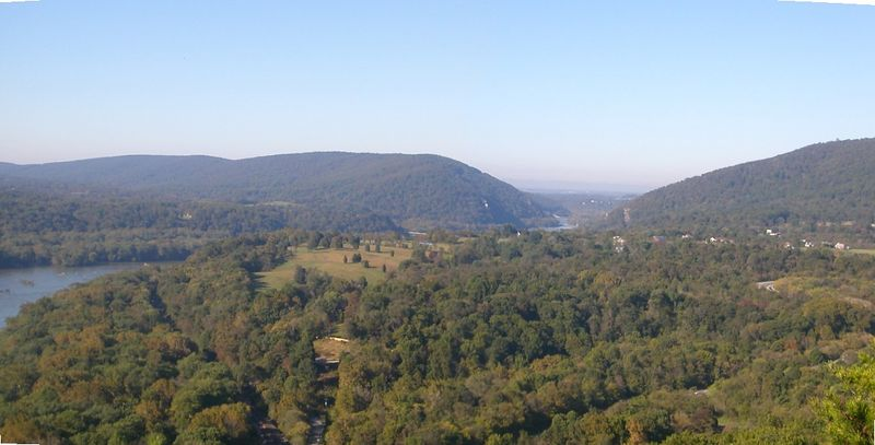 View looking up the Potomac towards Harpers Ferry from Weverton Heights - 10/6/04