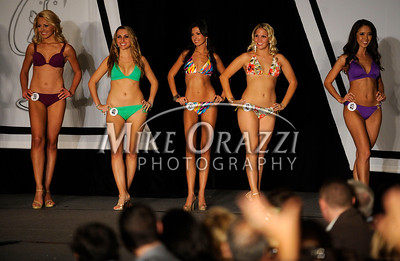 12/4/2010 Mike Orazzi | Staff Contestants in the Miss Connecticut USA pageant held at the Hartford Marriott Farmington Hotel in Farmington on Saturday, December 4, 2010.