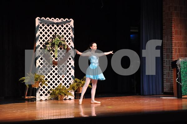Elizabeth Naviaux talent, point dance