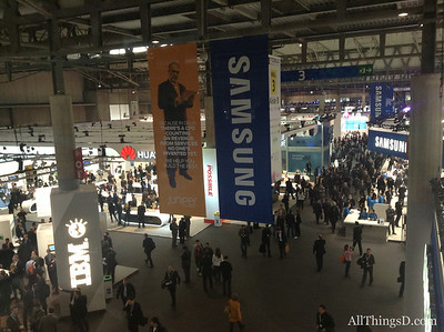 A bird's eye view of Hall 3, the home to booths from many of the big-name device makers, including Huawei, LG, Nokia and Samsung.
