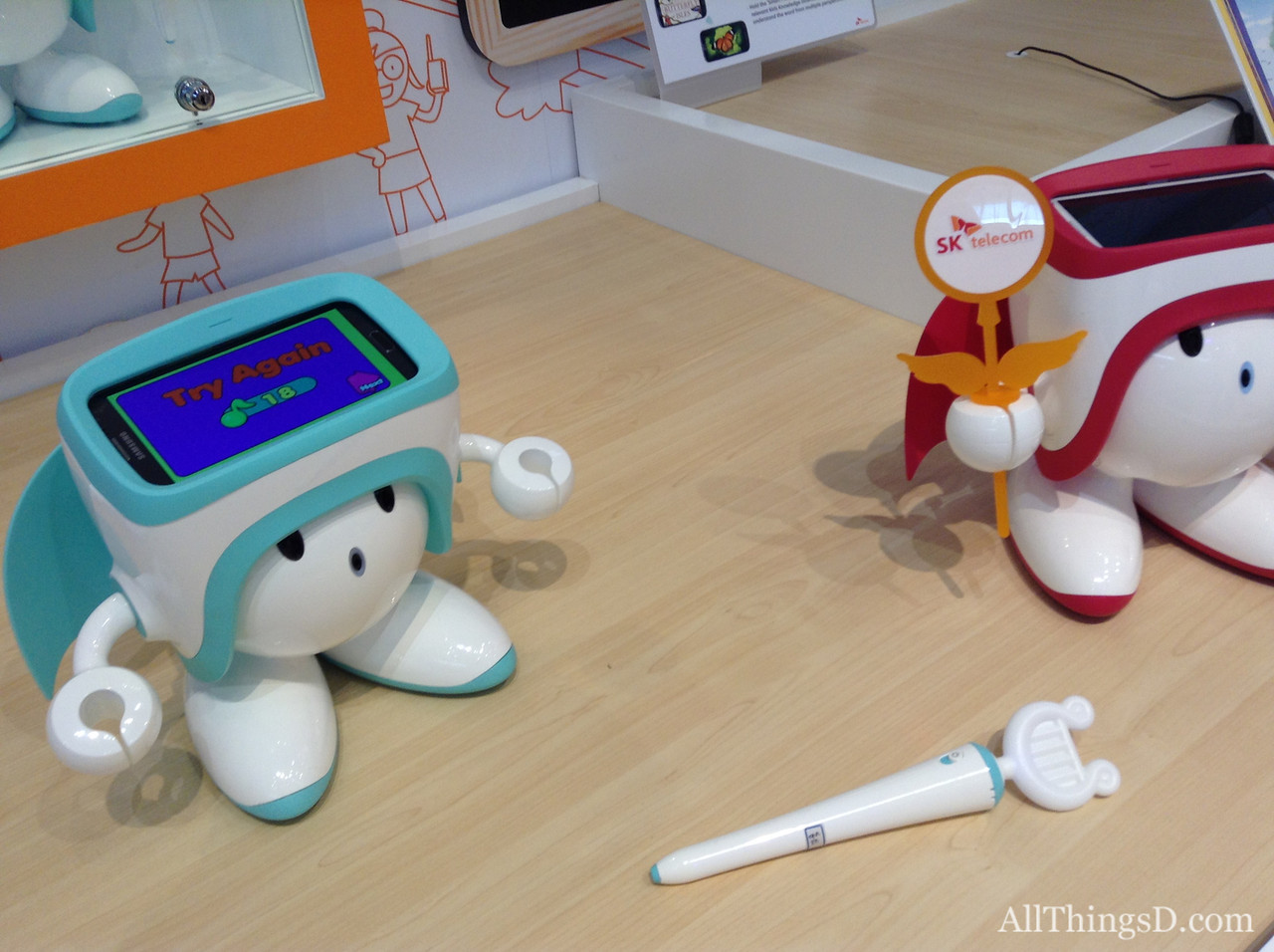 SK Telecom's rival robot doesn't include a built-in screen or connectivity, instead using any Android phone for both a display and wireless hookup.