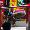 Mochi lifting at Daigoji temple, Kyoto : People compete try to lift a 150kg mochi (rice cake) for the longest time possible, in this unique event at Kyoto's Daigoji temple. (醍醐寺の餅上げ力奉納)
