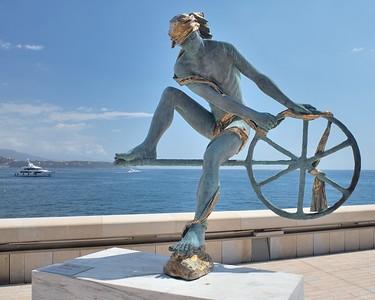 La statue d'Ulysse par Anna Chromy installée au Yacht Club de Monaco