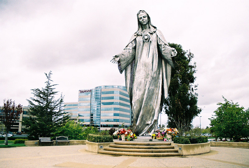 statue of the immaculate heart of mary with yahoo behind