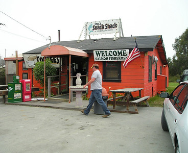 I left home at 11:30 and got to Moss Landing about 2:00 (that's a 1-hour drive with a 15-minute stop at Lexington, a 5-minute Vista Point vistafication, and an hour's worth of traffic delays). I was hungry and not in the mood for an enchilada. This place appeared immediately, and was in the list of nearby restaurants from MBARI's web site. The parking lot was packed. I couldn't imagine where they were putting all the people.