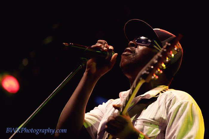 IMAGE: http://www.bwkphotography.com/Events/Montreal-Nuits-dAfrique-2010/Diblo-Dibala-Nuits-Afrique/5DIIIMG64562010-07-25-000344/948566542_tVxFA-L.jpg