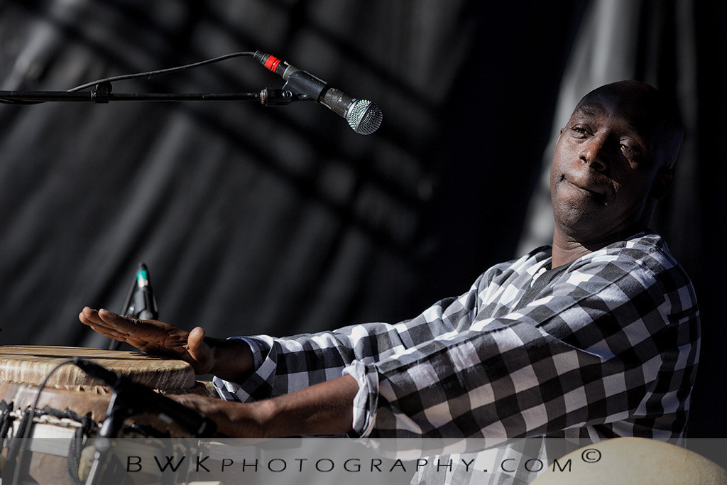 IMAGE: http://www.bwkphotography.com/Events/Montreal-Nuits-dAfrique-2012/Les-Freres-Guisse/i-22wrXgZ/0/XL/5DIIIMG2012-07-20-173702-2685-XL.jpg