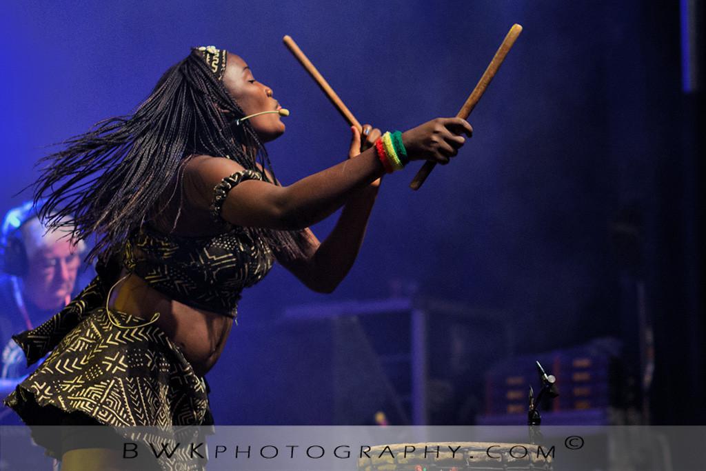 IMAGE: http://www.bwkphotography.com/Events/Montreal-Nuits-dAfrique-2012/Nimbaya/i-kKHvbkh/0/XL/5DIIIMG2012-07-21-220416-3701-XL.jpg