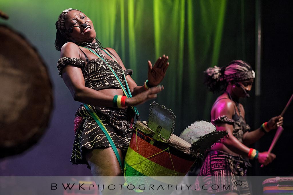 IMAGE: http://www.bwkphotography.com/Events/Montreal-Nuits-dAfrique-2012/Nimbaya/i-xXk38Nf/0/XL/5DIIIMG2012-07-21-232256-3944-XL.jpg