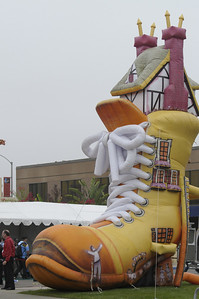 Mother_Goose_Parade_2008_0104