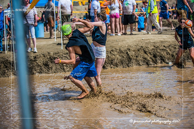 D75_5677-12x18-06_2017-Mud_Volleyball-W