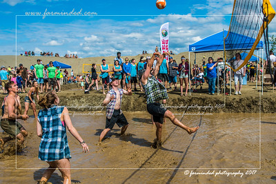 DS5_8733-12x18-06_2017-Mud_Volleyball-W