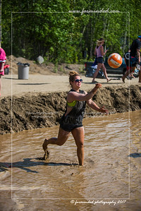 D75_8384-12x18-06_2017-Mud_Volleyball