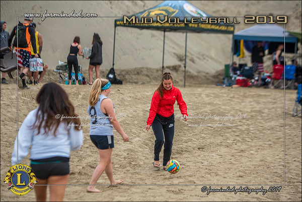 D75_4670-12x18-06_2019-Mud Volleyball-W