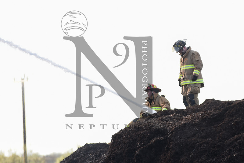 "Fire Services from several agencies work to extinguish a mulch fire in SATX on 19 Dec 2016. Bexar County EM, Schertz, Bracken Volunteer, Universal City, and Selma. Gallery: <a href=""http://smu.gs/2hNpmQc"">http://smu.gs/2hNpmQc</a>"