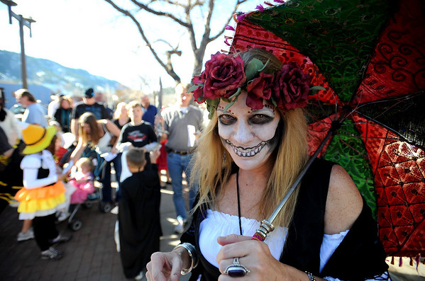 "Lori Cotton, has the right look for every occasion, including Halloween.<br /> Pearl Street Mall merchants provided treats to costumed munchkins on Sunday to celebrate the Downtown Boulder Munchkin Masquerade.<br /> For more photos and a video of the event, go to  <a href=""http://www.dailycamera.com"">http://www.dailycamera.com</a>.<br /> Cliff Grassmick / November 1, 2009"