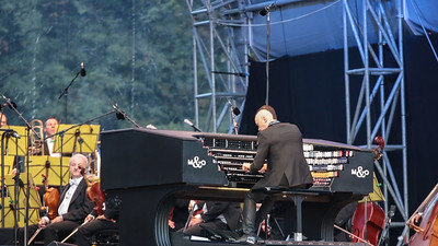 Cameron Carpenter (Organ, Orgel) beim Klassik Open Air am 6.8.2016 im Luitpoldhain, Toccata und Fuge für Orgel d-Moll, Johann Sebastian Bach, auf der International Touring Organ