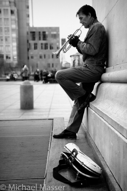 Trumpeter-and-Case-under-the-Washington-Square-Arch-Black-and-White