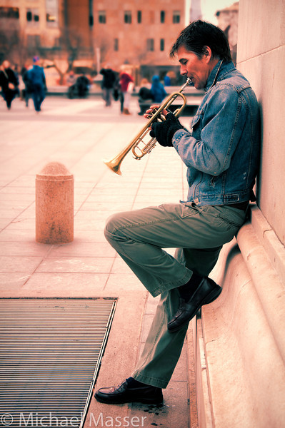Trumpeter-under-the-Washington-Square-Arch-Colour