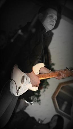 Guitarist Screamin Eagle Band copyrt 2014 m burgess